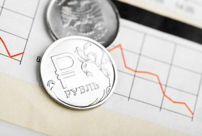 Рубль ослабел на фоне смены премьера в РФ